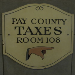 pay-taxes-1445374-640x480
